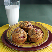 banana berry muffin